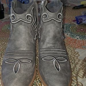 QUPID  grey suede boots